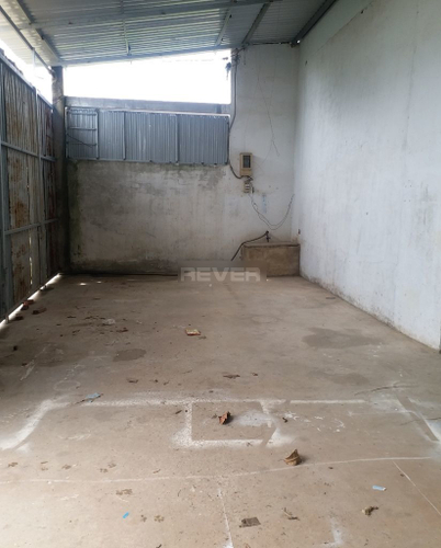 Nhà xưởng kho bãi Huyện Bình Chánh Nhà xưởng kho bãi diện tích 210m2, đường bê tông xe tải ra vào thoải mái.