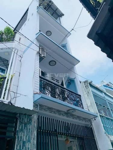 Nhà phố thiết kế 1 trệt, 3 lầu và sân thượng kiên cố, gần cầu Chữ Y.