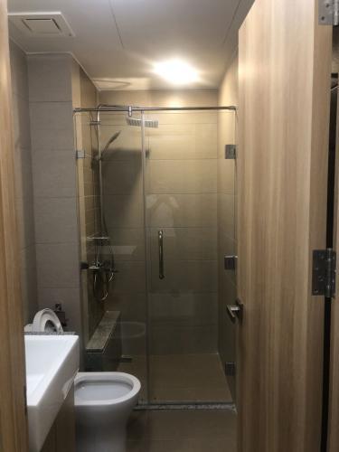 Phòng tắm Celadon City, Tân Phú Căn hộ Celadon City thiết kế hiện đại, nội thất cơ bản.