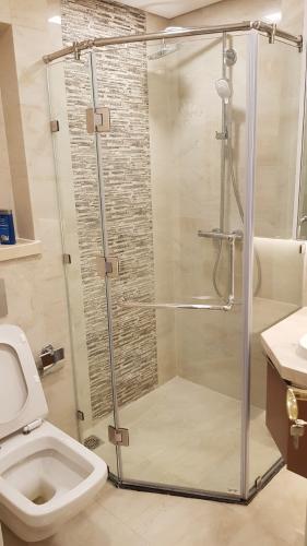Phòng tắm căn hộ Vinhomes Golden River Căn hộ Vinhomes Golden River đầy đủ nội thất tiện nghi, tầng cao.