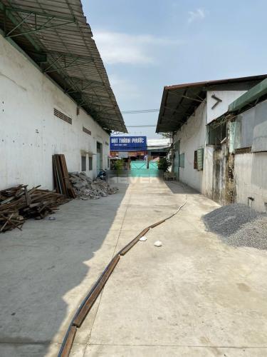 Nhà xưởng kho bãi Quận Tân Phú Nhà xưởng kho bãi diện tích 1150m2, đường xe hơi ra vào thoải mái.