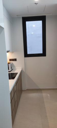 Phòng bếp căn hộ Q2 Thảo Điền, Quận 2 Căn hộ Q2 Thảo Điền tầng cao cửa hướng Tây Bắc thoáng mát.