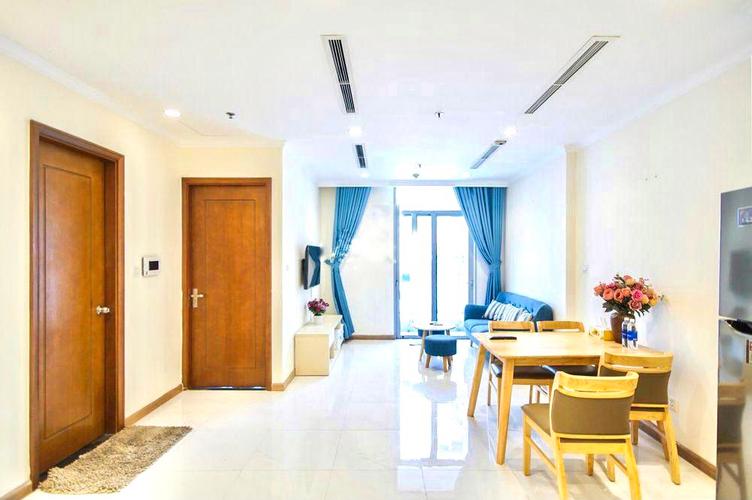 Căn hộ tầng 22 Vinhomes Central Park cửa hướng Đông Bắc, đầy đủ nội thất.