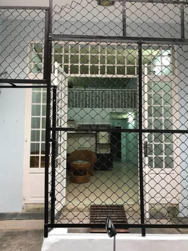 Nhà phố Quận Tân Phú Nhà phố thiết kế 1 trệt, 1 lửng có giếng trời thoáng mát, khu dân cư hiện hữu.