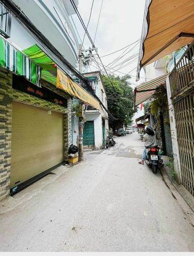 Đường trước nhà phố Quận Tân Bình Nhà phố tại căn góc 2 mặt tiền hẻm xe hơi, diện tích 30m2 không nội thất.