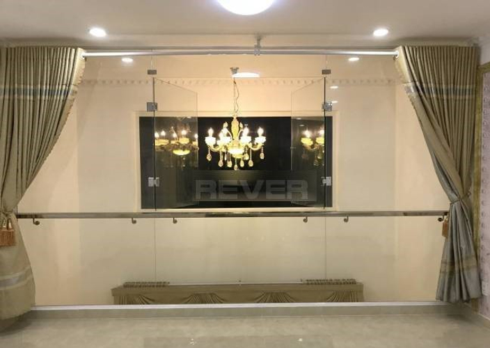 Nhà phố Quận Phú Nhuận Nhà phố thiết kế cổ điển Ý chuẩn 5 sao, khu vực dân cư an ninh và yên tĩnh.