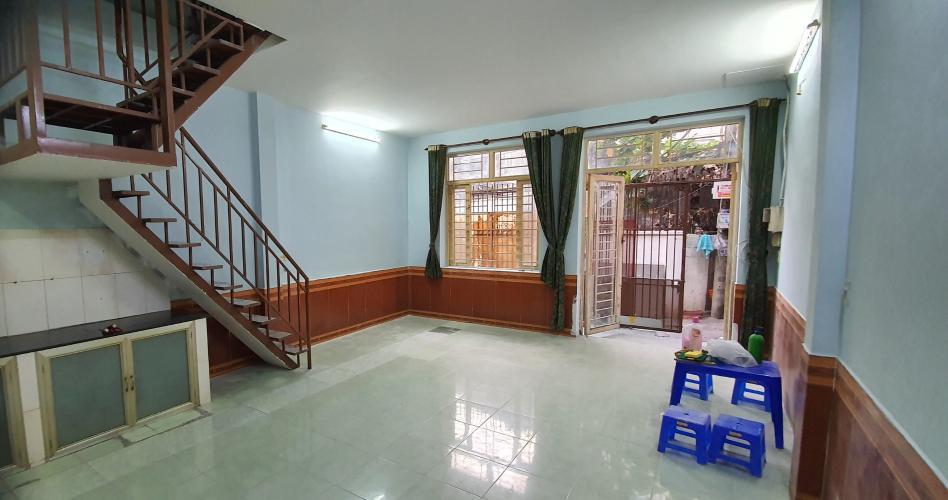 Bên trong nhà phố Lê Hồng Phong, Quận 5 Nhà phố huóng Tây Nam bàn giao sổ hồng riêng, diện tích 90m2.