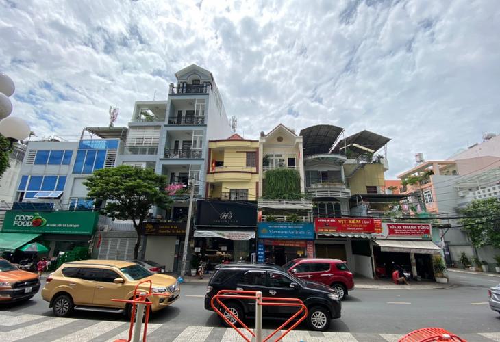 Đường trước nhà phố Quận Tân Bình Nhà phố cửa hướng Đông diện tích 70m2, đối diện chung cư Carillon 1.