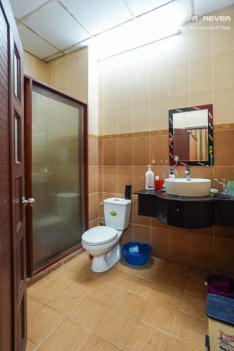 Toilet nhà phố Bình Thạnh Cho thuê nhà nguyên căn mặt tiền Nguyễn Văn Đậu, Bình Thạnh, DT 189m2, hướng Đông Nam