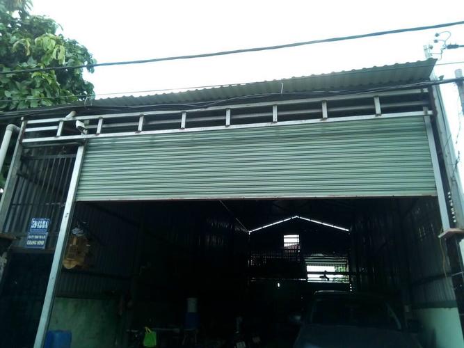 Nhà xưởng kho bãi Huyện Hóc Môn Nhà xưởng kho bãi hướng Đông, diện tích 200m2 vuông vức.