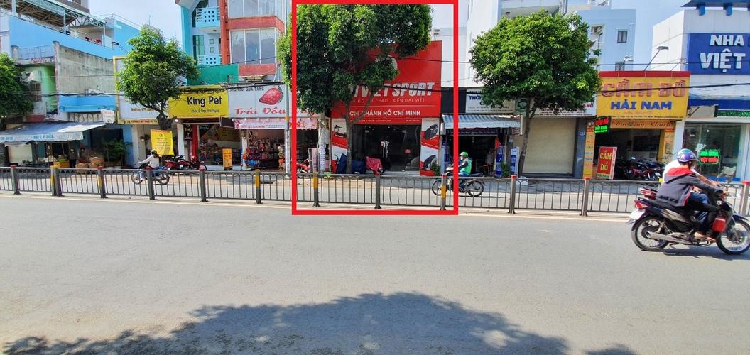 Đường trước mặt bằng kinh doanh Quận Tân Phú Mặt bằng kinh doanh diện tích 120m2, ngay mặt tiền đường kinh doanh sầm uất.