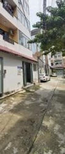 Đường trước nhà phố Quận 10 Nhà phố cửa hướng Tây diện tích 22m2, bàn giao nhà không có nội thất.