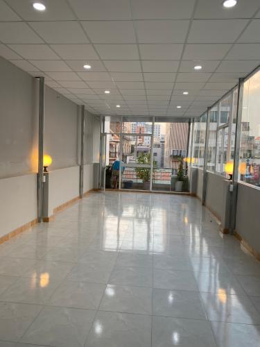 Không gian tòa nhà kinh doanh Quận Tân Bình Tòa nhà kinh doanh mặt tiền đường Cộng Hòa, kết cấu 3 tầng diện tích 80m2.