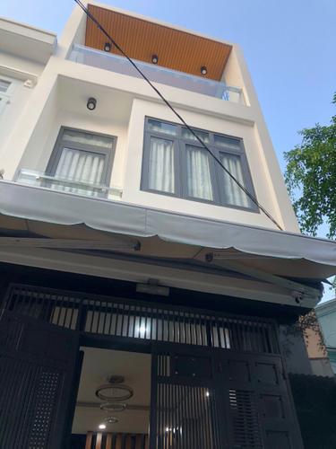 Nhà phố Quận Bình Tân Nhà phố có 3 tầng đúc chắc chắn, khu vực dân cư sầm uất.