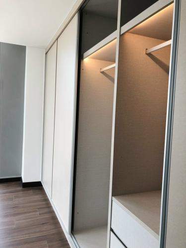 Căn hộ Empire City quận 2 Căn hộ Empire City tầng 02 nội thất cơ bản có sàn gỗ, view thành phố