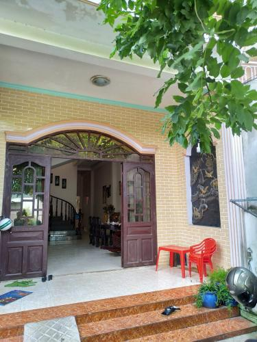 Bán nhà đường hẻm Hoàng Hữu Nam, nội thất cơ bản, sổ đỏ đầy đủ.