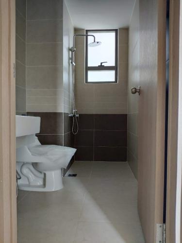 nhà tắm căn hộ The Sun Avenue Căn hộ tầng 15 The Sun Avenue nội thất đầy đủ, cửa chính hướng Tây Nam