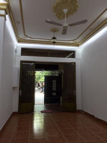 Nhà phố Quận Tân Phú Nhà phố kết cấu 1 trệt 2 lầu kiên cố, thuận tiện kinh doanh và buôn bán.