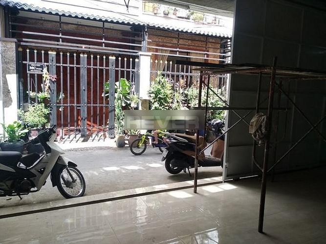 Nhà xưởng kho bãi Quận Bình Tân Nhà xưởng kho bãi diện tích 200m2, gần vòng xoay Phú Lâm tiện di chuyển.