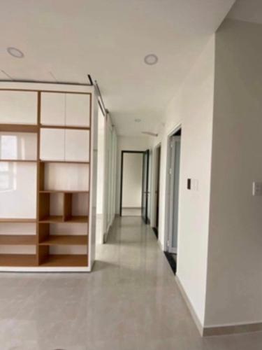 Căn hộ Saigon Intela tầng 23 bàn giao đầy đủ nội thất, cửa hướng Bắc.