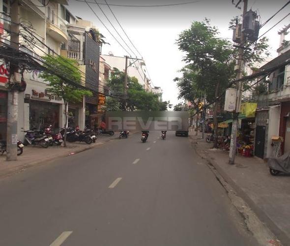 Đường trước mặt bằng kinh doanh Quận Phú Nhuận Mặt bằng kinh doanh diện tích 46m2, ngay ngã tư Nguyễn Trọng Tuyển.