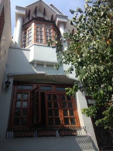 Mặt tiền biệt thự Quận Bình Tân Biệt thự diện tích 115m2 thiết kế 1 trệt, 2 lầu kiên cố, nội thất cơ bản.