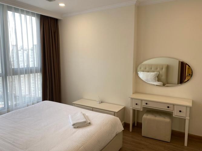 Căn hộ Vinhomes Central Park, Quận Bình Thạnh Căn hộ Vinhomes Central Park tầng 44 có 3 phòng ngủ, đầy đủ nội thất.
