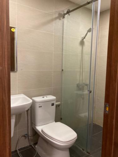 Toilet Masteri Millennium, Quận 4 Căn hộ Masteri Millennium hướng Đông Nam, nội thất cơ bản.