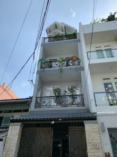 Nhà phố mặt tiền đường Số 16 kết cấu 1 trệt 3 lầu, khu dân cư hiện hữu.