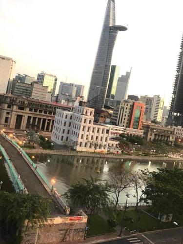 View căn hộ Saigon Royal Office-tel tầng trung Saigon Royal view thành phố thoáng mát, cực đẹp.