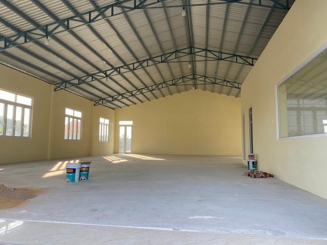 Nhà xưởng kho bãi Huyện Bình Chánh Nhà xưởng kho bãi diện tích 2000m2, cách Hương Lộ 11 chỉ 10m.