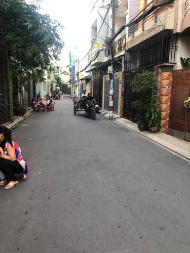 Đường trước nhà phố Quận Tân Phú Nhà phố thiết kế 1 trệt, 2 lầu và sân thượng, diện tích 73m2 không nội thất.