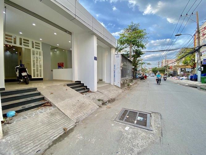 Đường trước nhà phố Quận Thủ Đức Nhà phố có 1 trệt, 2 lầu đúc chắc chắn, cách chợ Hiệp Bình Phước 500m.